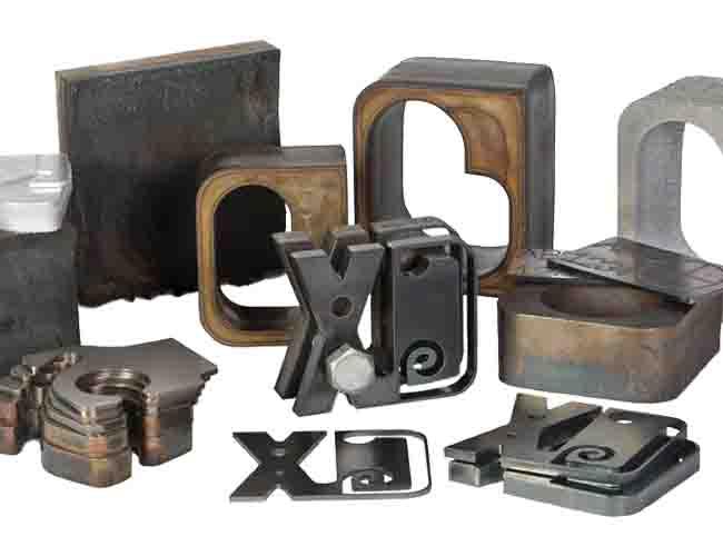 Small HNC-4000 Standard CNC Plasma & Oxy-Fuel Plate Cutting Machine image