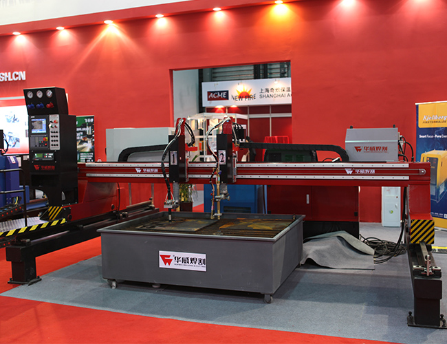 Small HNC-4000H Economical CNC Plasma & Oxy-Fuel Plate Cutting Machine image